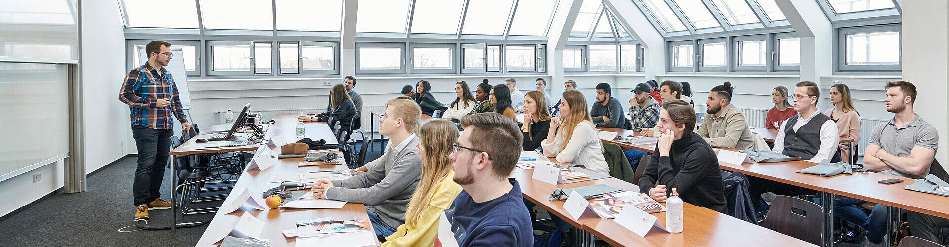 Vorbereitungskurse für das Studium an der NBS